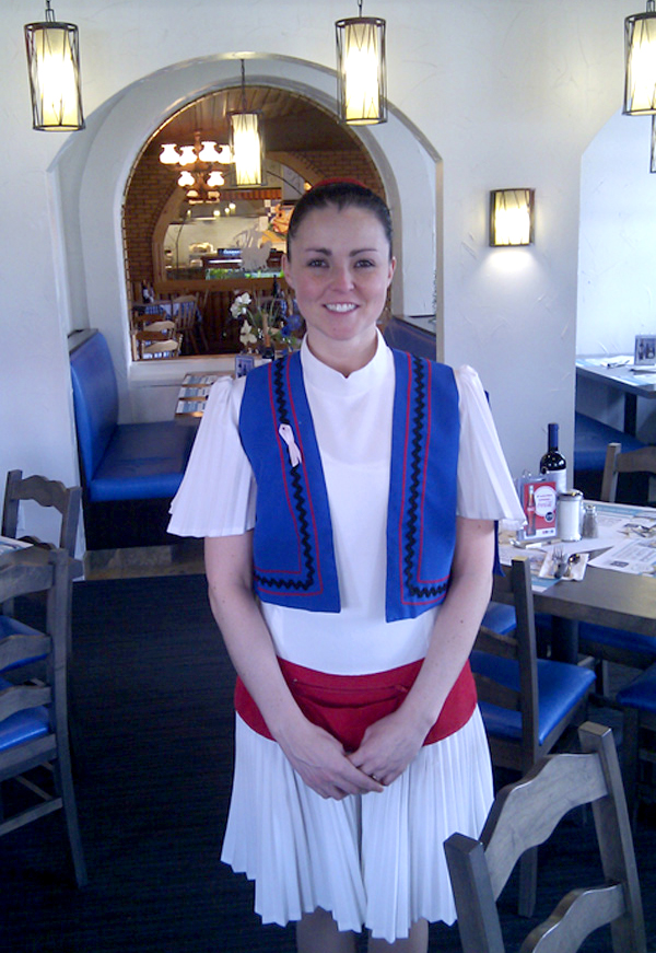 3 serveuses au restaurant partouze en public 8